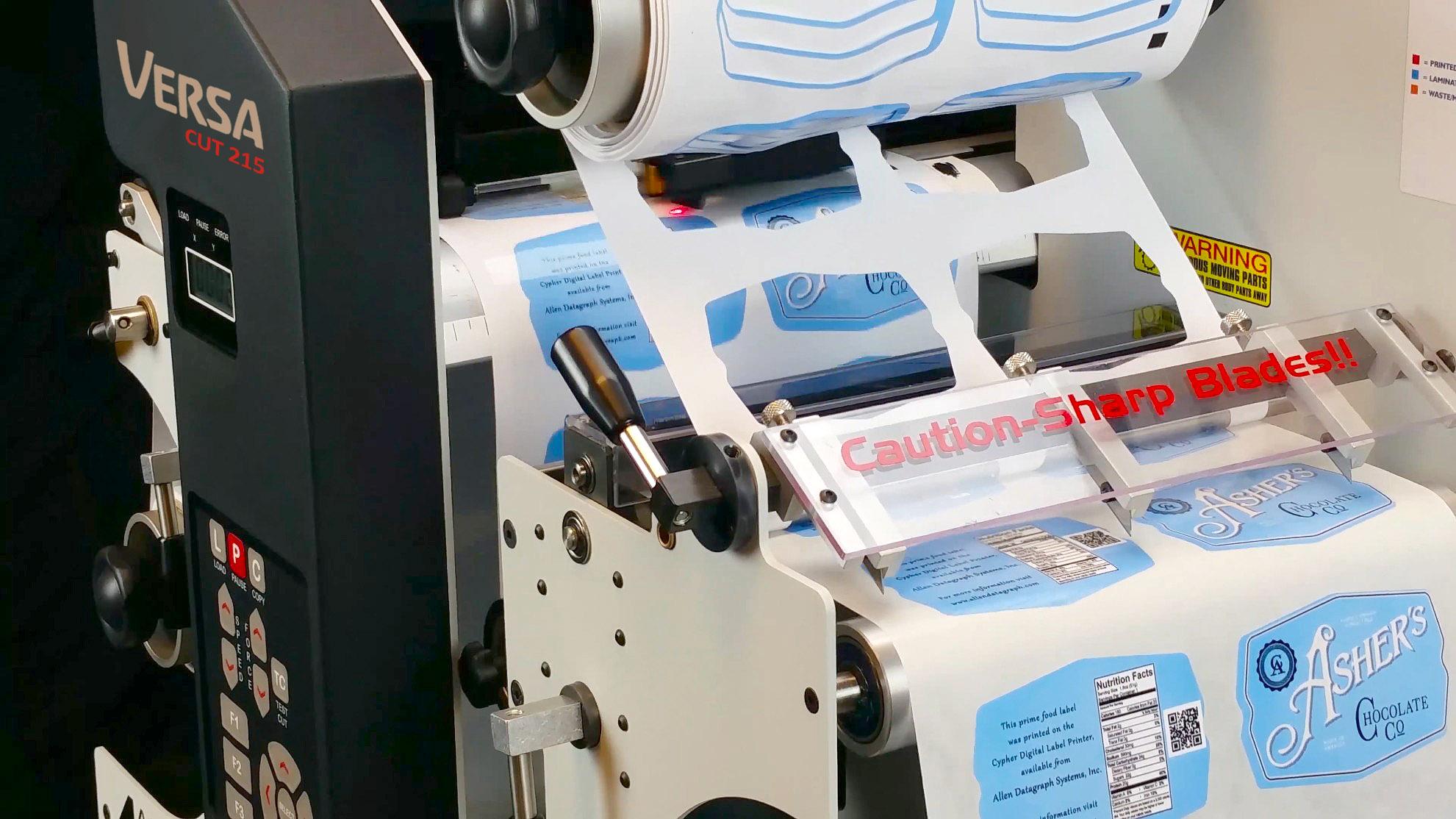 VersaCut 215 - Sistema de Acabamento Digital para Rótulos e Etiquetas Autoadesivas - Corte Longitudinal